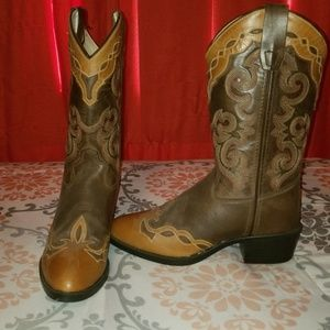 Old West two tone western boots!